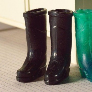 http://shop.ricamoecucito.it/10346-thickbox/5373-pair-of-black-wellies.jpg